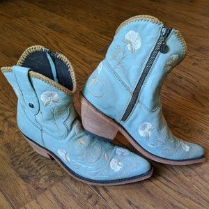 Liberty Black cowboy western ankle boots booties